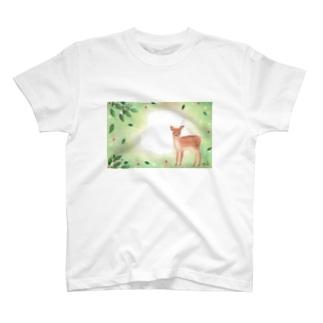 春の子鹿 T-shirts