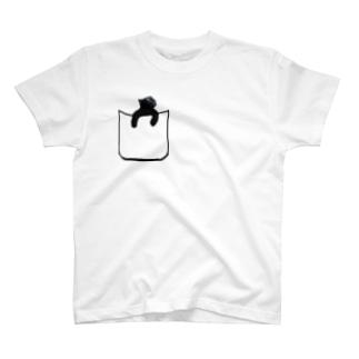 ポケットから黒猫 T-shirts
