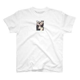 りおちゃんのヒモになりたいから実質紐パン T-shirts