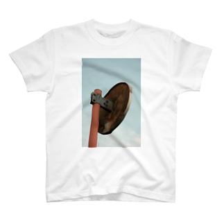 カーブミラー T-shirts