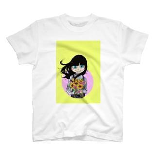 花束を持つ少女 T-shirts