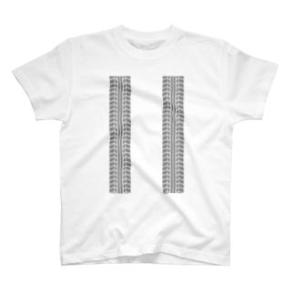 タイヤの跡 T-shirts