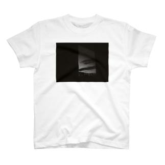 モノクロの夜 T-shirts