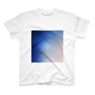青と飛行機雲 T-shirts
