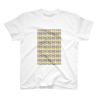 くまのスマホ T-shirts
