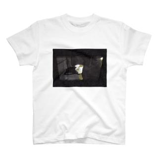カップの中の嵐 T-shirts