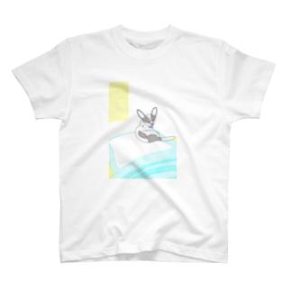 ハチ帰省 T-shirts