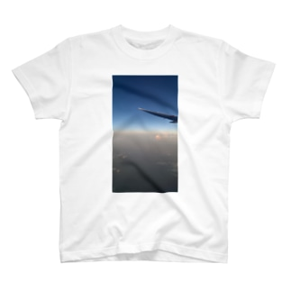 飛行機からの日の出 T-shirts