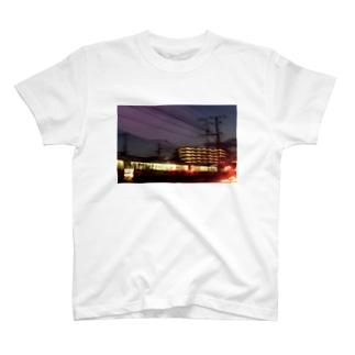帰宅中 T-shirts