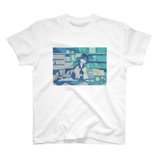 本と女の子 T-shirts