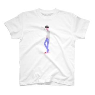 寝起きのタバコ男子 T-shirts