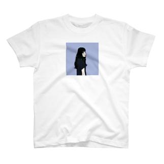 黒髪のイケてる彼女 T-shirts