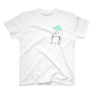 脇に本を挟む人 T-shirts