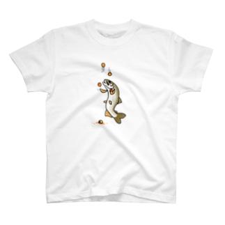 お手玉をするイワナ【表裏印刷】 T-shirts