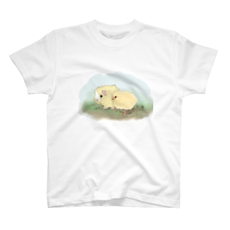 (白地)ちいさなモルモットちゃんとちいさなヒヨコちゃん T-shirts
