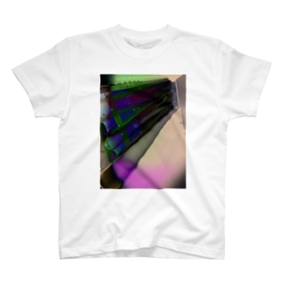 カーテン T-shirts