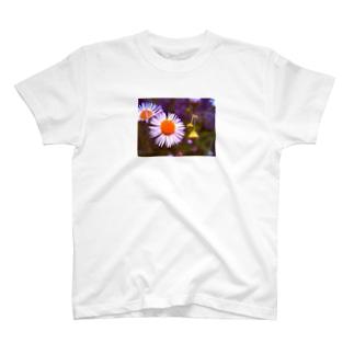 ノリで撮ったその辺に咲いてる花 T-shirts