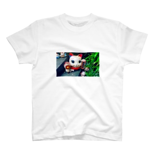 MANEKINEKO T-shirts