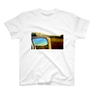 ガラス越しの夕焼け T-Shirt