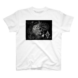 鯉 black T-shirts