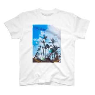 It's okay(ブルー) T-shirts