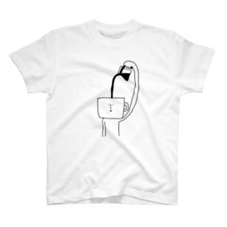コーヒー注ぐマン T-shirts