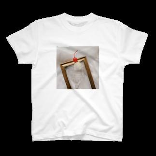 ▷            chiroruの🍨      cream soda T-shirts