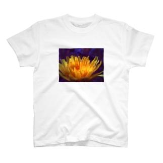 道端の花 T-shirts