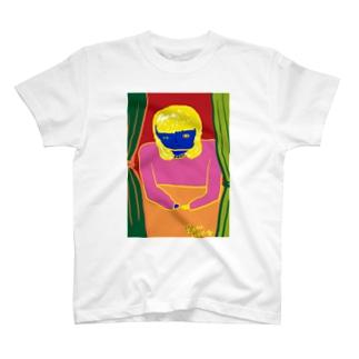 窓の中 T-shirts