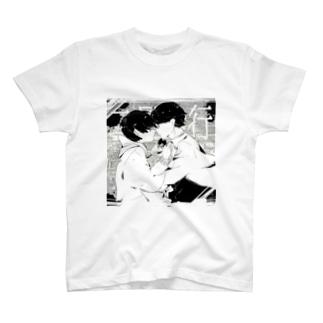 二足歩行 T-shirts