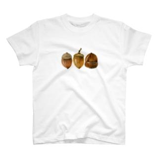 どんぐりの背比べ T-shirts
