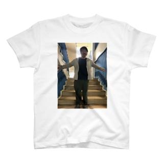 包容力あふれる越智 T-shirts