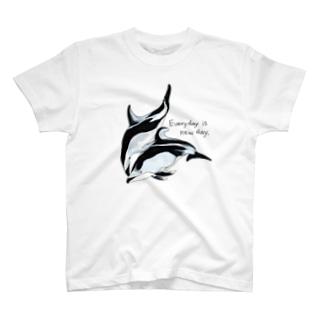 ハラジロカマイルカとカマイルカ「Everyday is new day」 T-shirts