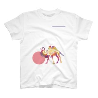 フタコブラクダのホネ T-shirts