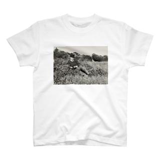 若かりし日の祖父 T-shirts