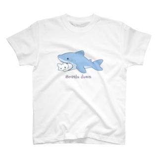 サメとうさぎ T-shirts