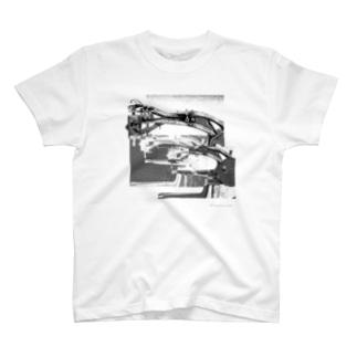 再構成~棄てられたミシン1 BW T-shirts