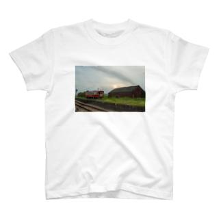 夏の夕暮れ T-shirts
