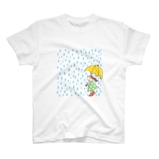 雨の日と女の子 T-shirts