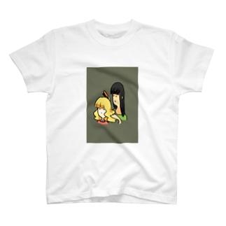 髪をとかす女と、とかされる少女 T-shirts