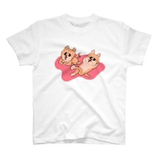 【あきらめいぬ】休憩中 T-shirts