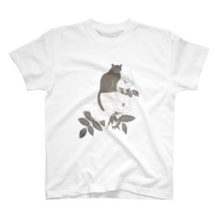 モノクロ調ミルクティーローズ T-shirts