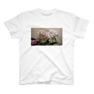 んまあ!綺麗なお花ですこと! T-shirts