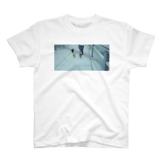迫るイッヌ🐶🐶🐶 T-shirts
