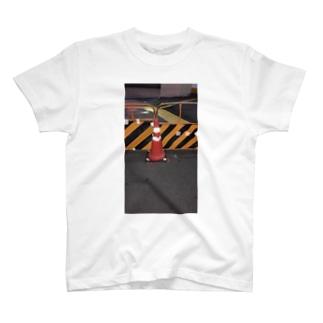 三角コーン T-shirts