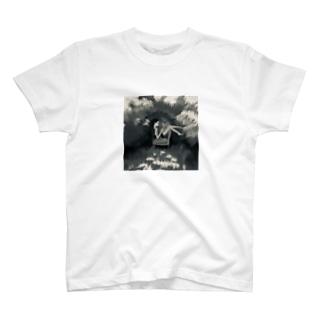 モノクロ茂みの中で T-shirts