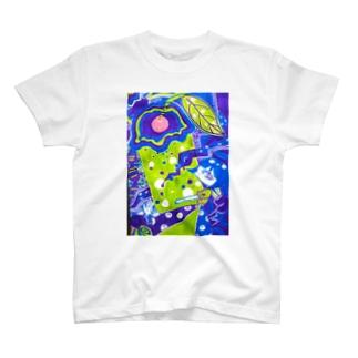 クリームソーダと少女 T-shirts