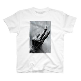 老人の手39 T-Shirt