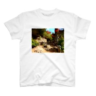 石のある風景 T-shirts