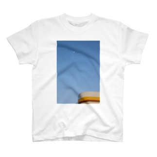 shell and the moon T-shirts